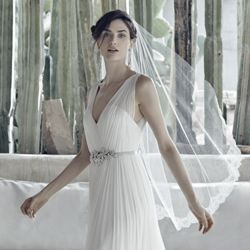http://s7w2p1.scene7.com/is/image/BHLDN/ugc/1069541849.tif
