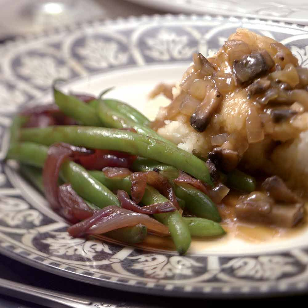 Green Beans with Caramelized Red Onions