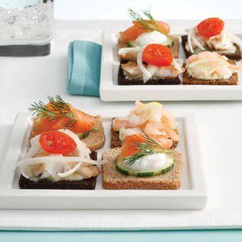 Salmon & Cucumber Mini Smørrebrød (Smørrebrød med Røget Laks og Agurker)