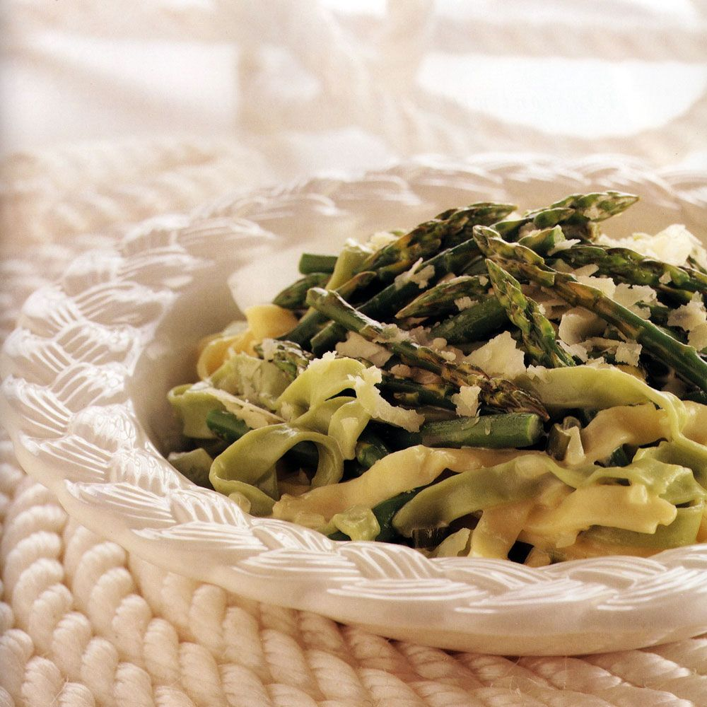 Tagliatelle in Creamy Sauce with Asparagus