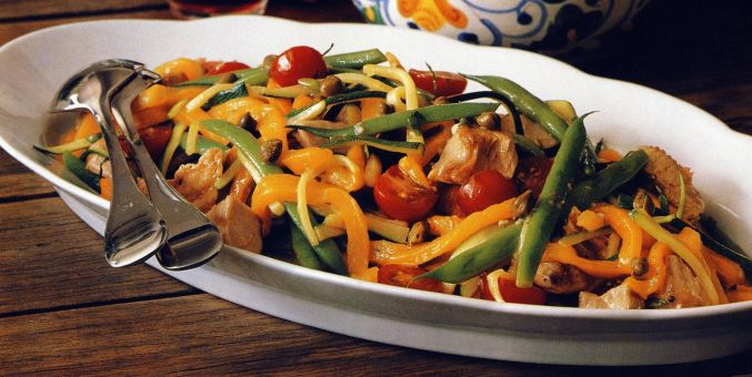 Tuna Salad with Peppers, Green Beans and Zucchini