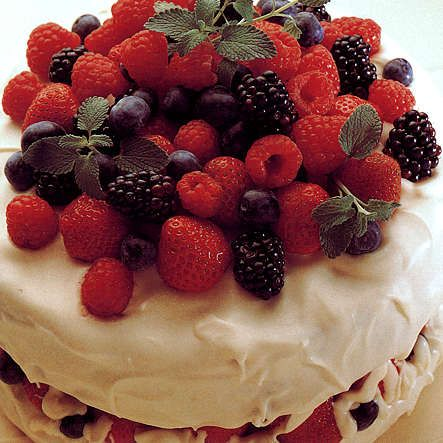 White Chocolate Berry Cake