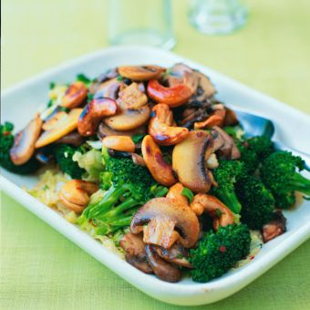 Stir-Fried Vegetables with Toasted Cashews