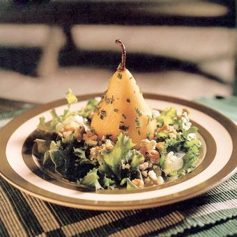 Pear Salad with Walnuts and Blue Cheese