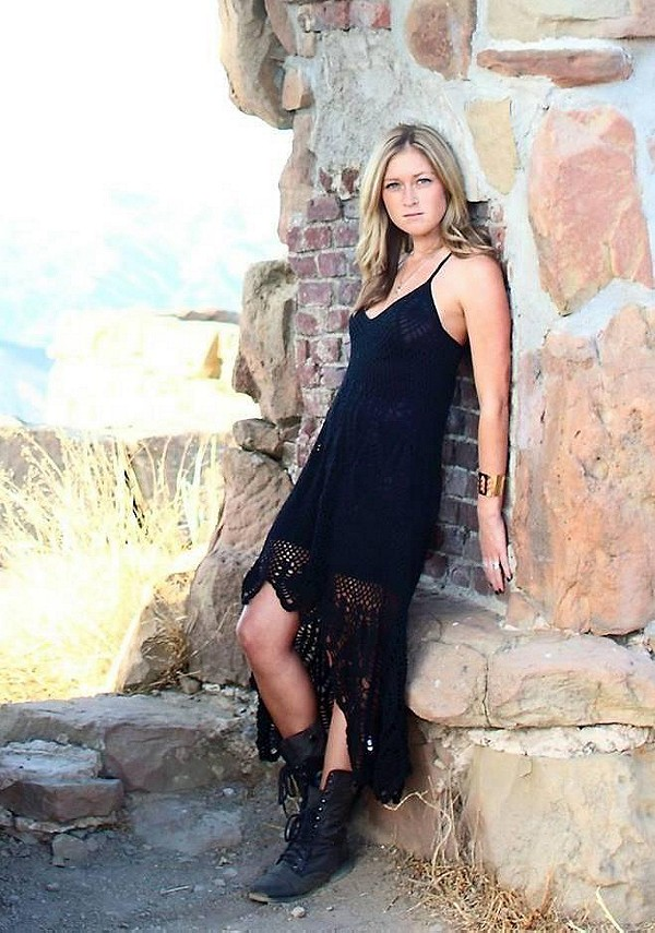 Bella Donna dress goes perfect with any boot or sandal. Love this dress!
