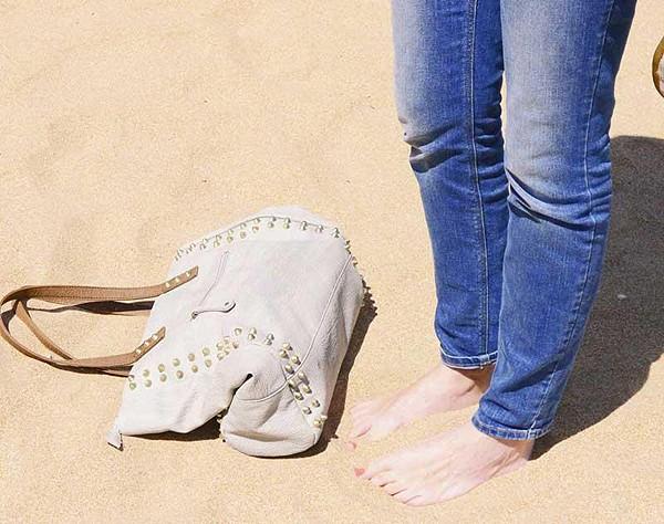 Saratoga Stud Tote in the sand!