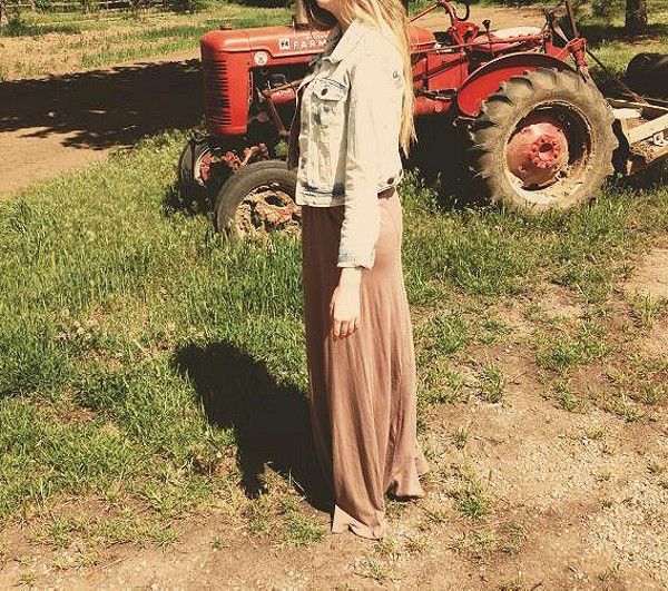 Mad Cool Skirt on the farm