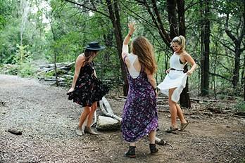 Castin-spells-in-Austin-Texas-FPLostGirls-FPOffthe