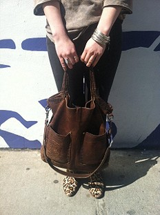 Reflection Pocket Tote style pic