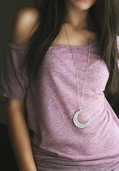 Moon Crescent Necklace style pic