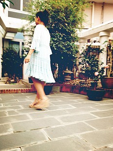 Daisy-Lace-Dress-in-the-Garden